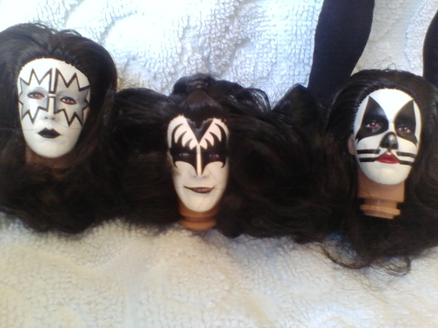 KISS heads 8 in figurs