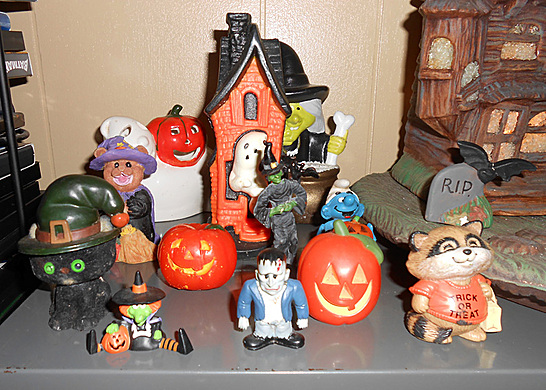 okay heres this years halloween decorations most of its vintage if you consider the 80s vintage my mom managed a hallmark store for over 10 years - Hallmark Halloween Decorations