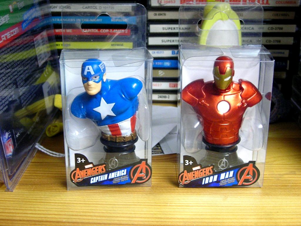 Marvel Avengers Incredible Hulk Mini Bust Paper Weight Figure NEW
